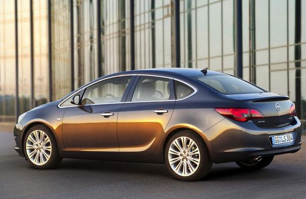 Opel-Astra-Sedan-2013