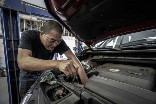 trouble-with-car-engine-leak
